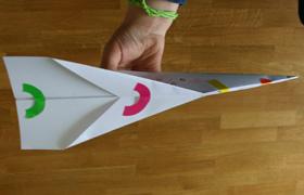 bricolage enfant avion papier